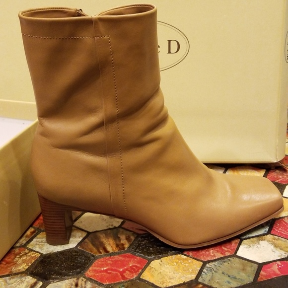 low priced e2d2f 45eb0 Michelle D. Winter Camel Boots